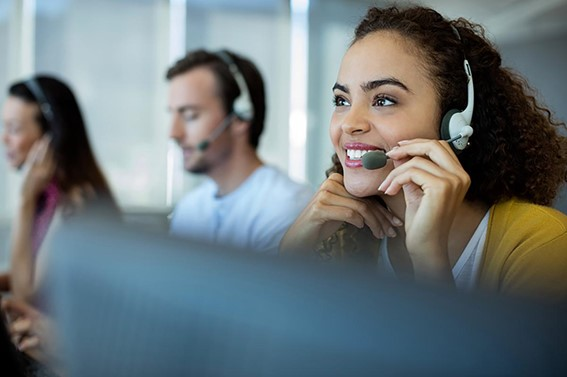 The essential guide to CCaaS (Contact Center as a Service) woman with a headset on